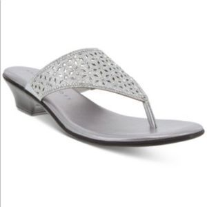 KAREN SCOTT Elda Silver Thong Sandal